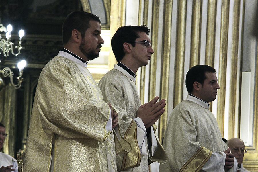 Daniel Martín, Fernando Luque y Francisco Ruiz en su ordenación como diáconos  · Autor: M ZAMORA