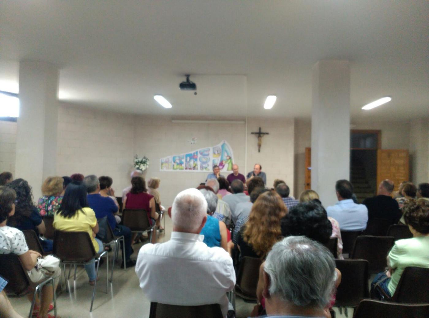 Mesa redonda en la parroquia María Madre de Dios sobre los