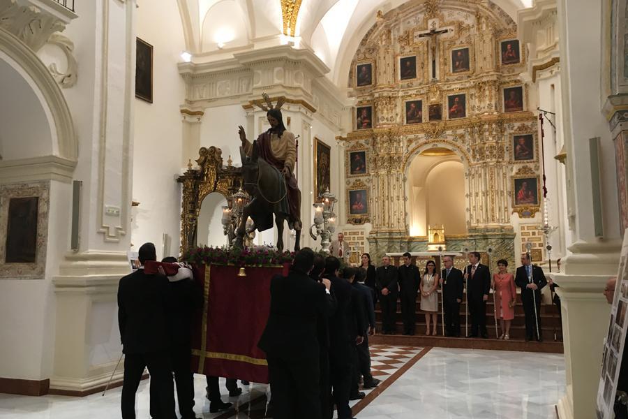 Procesión de traslado de los titulares de las hermandades que tienen su sede canónica en la iglesia de la Victoria