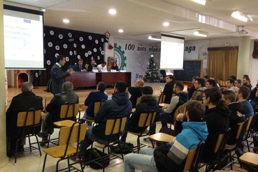 """El Colegio San José presenta la """"FP Dual"""" en los Ciclos de Mecánica"""