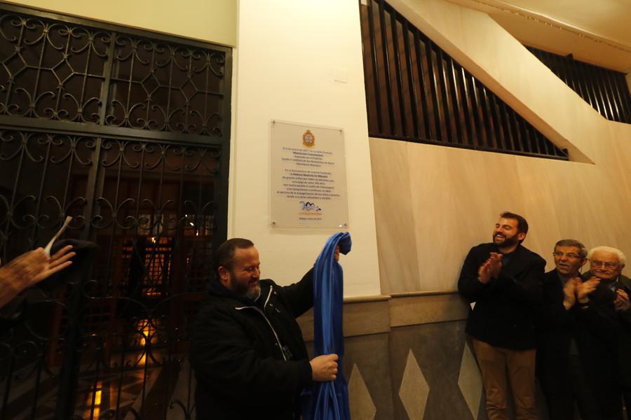 Descubrimiento de la placa con motivo del 200 aniversario del colegio Marista. FOTO: S. FENOSA