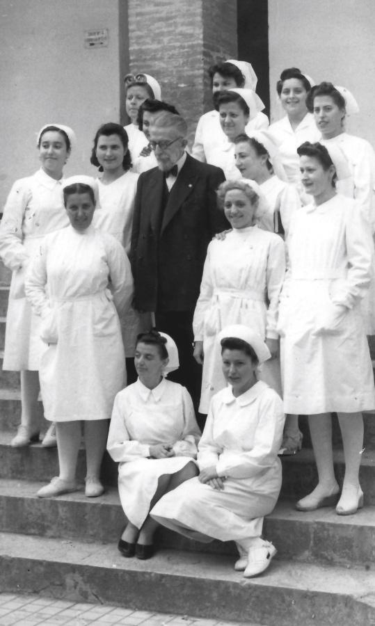 Dr. Gálvez junto al personal del Hospital Civil