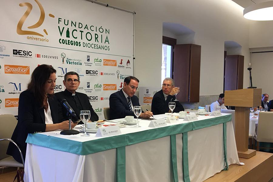 Ponentes en el desayuno-debate institucional del Foro Educativo Victoria
