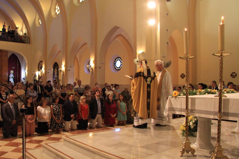 D. Jesús Catalá confirmó a un grupo de feligreses de la parroquia de San Patricio durante la Visita Pastoral. FOTO: A. FERNÁNDEZ