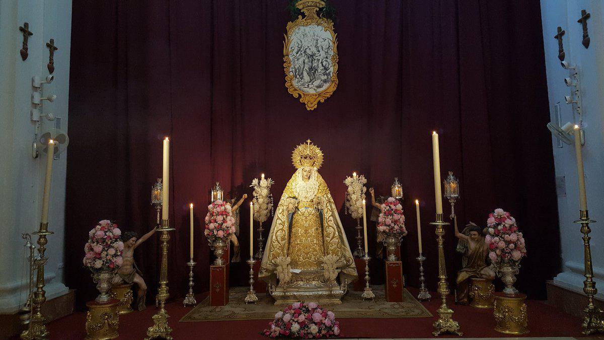 Santa María Reina de los Cielos, en el altar de la iglesia de San Julián, por el XXV aniversario de su bendición