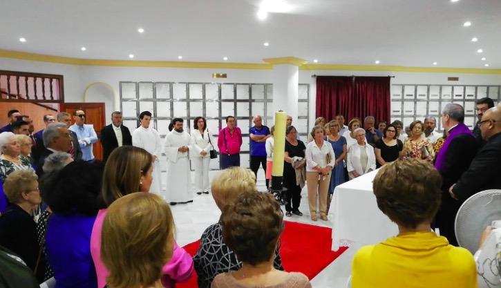 Responso en el columbrado en la Visita Pastoral de D. Jesús Catalá a la parroquia del Carmen de Estepona