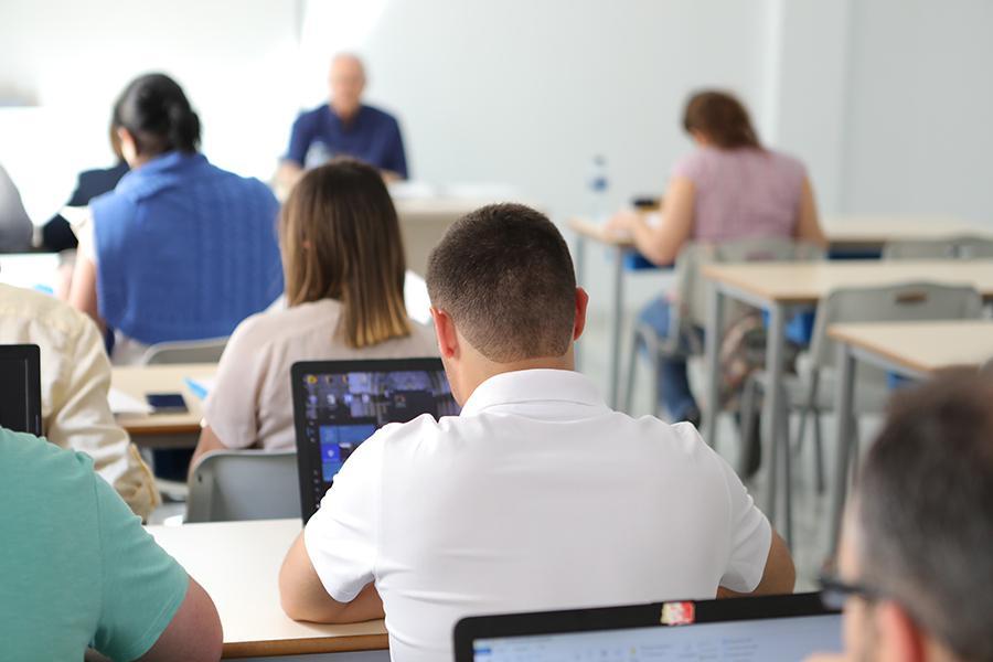 Alumnos en un aula del Centro Superior de Estudios Teológicos San Pablo // S. FENOSA