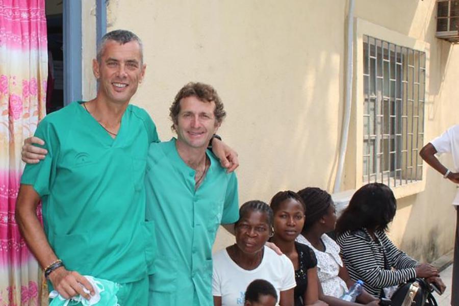 El sacerdote Rafael Caro participa en una misión humanitaria en Boma, El Congo