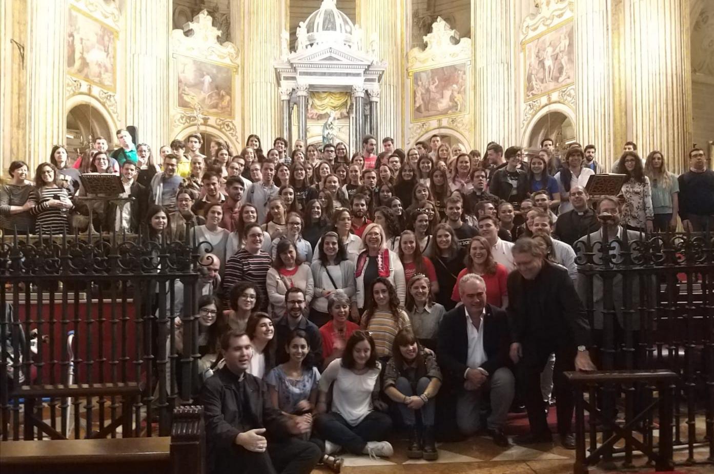 El grupo de participantes de UDISUR19 en la Catedral