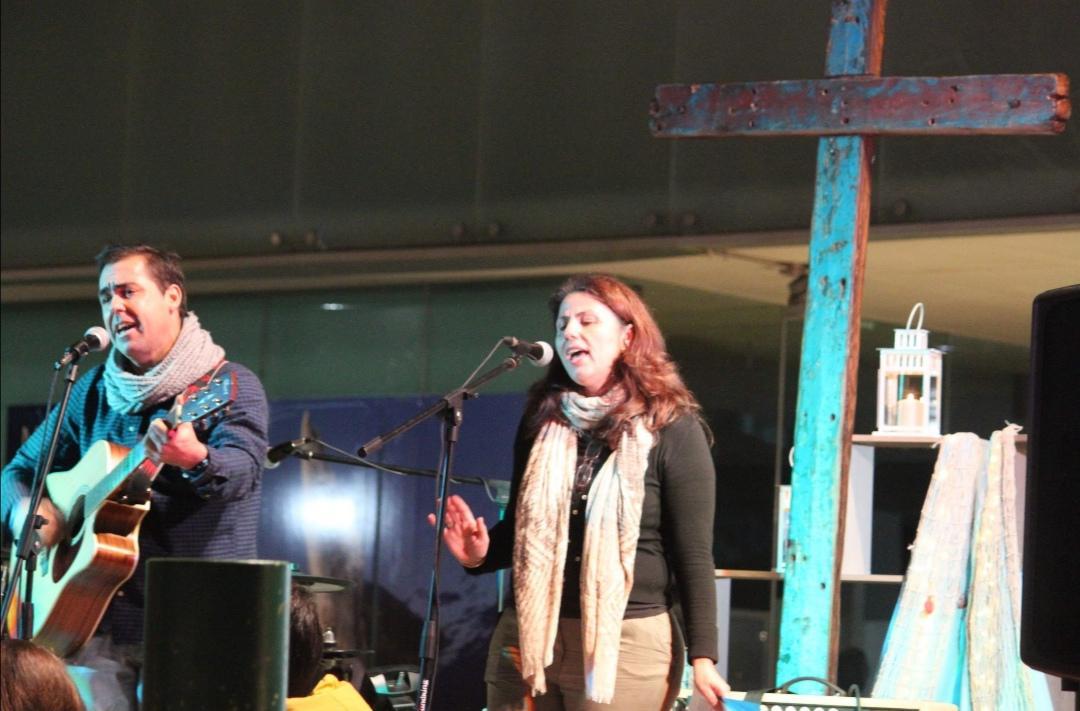 La Cruz de Lampedusa en la vigilia de Oración y concierto organizado por la delegación de Infancia y Juventud