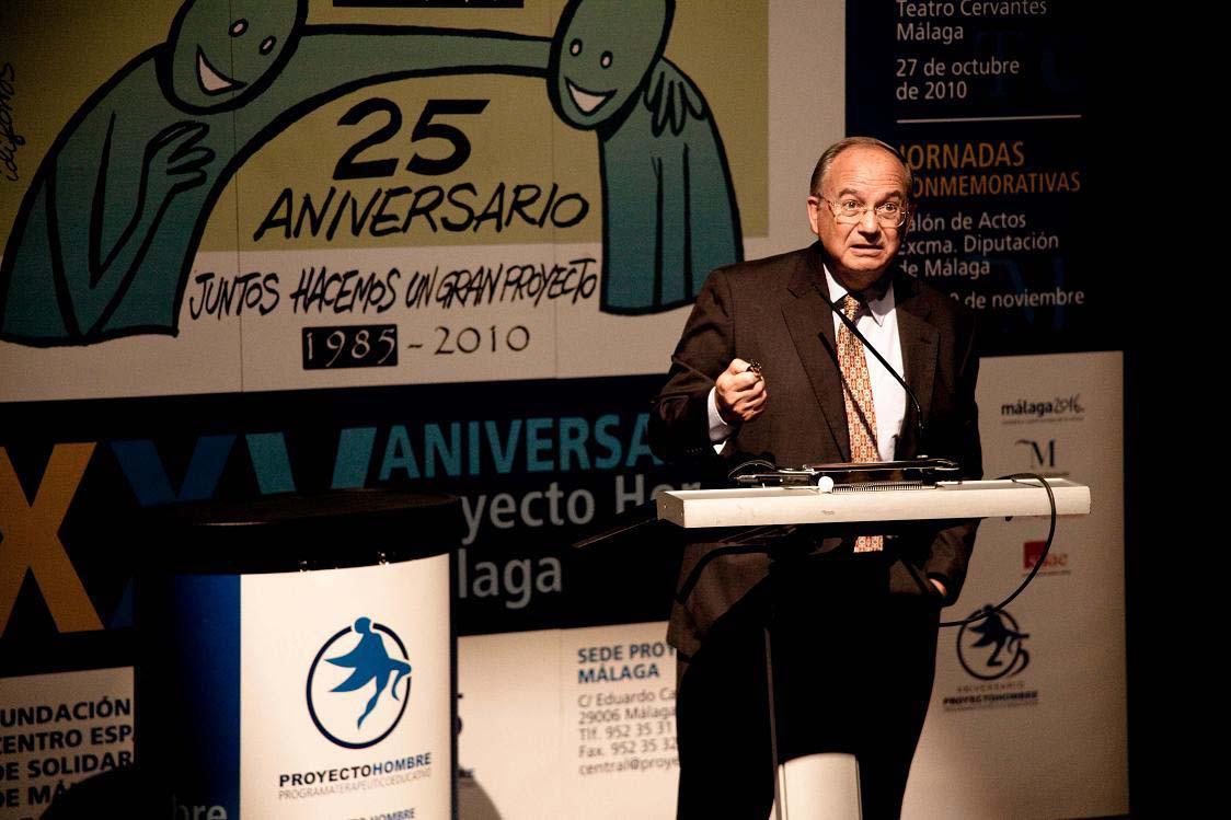 El P. Benito Gil durante el 25 aniversario de Proyecto Hombre