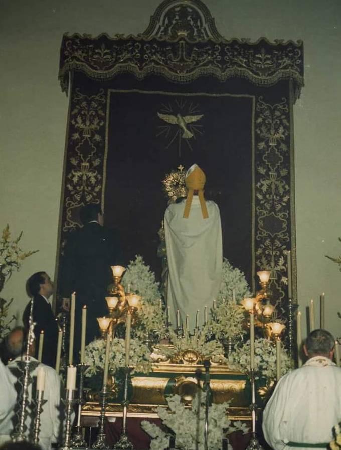 Ntra. Sra. de las Virtudes en Fuente de Piedra durante la coronación canónica por D. Ramón Buxarrais