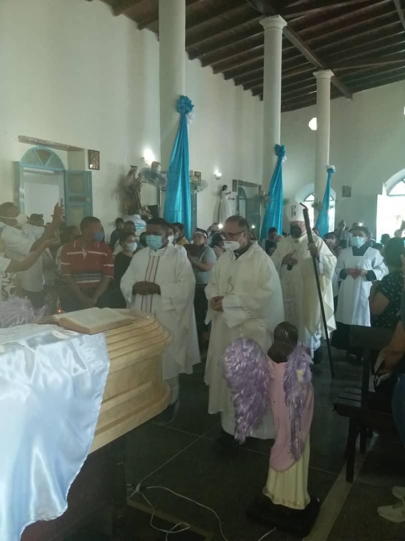 Misa funeral por el sacerdote Manuel Lozano, en Caicara del Orinoco
