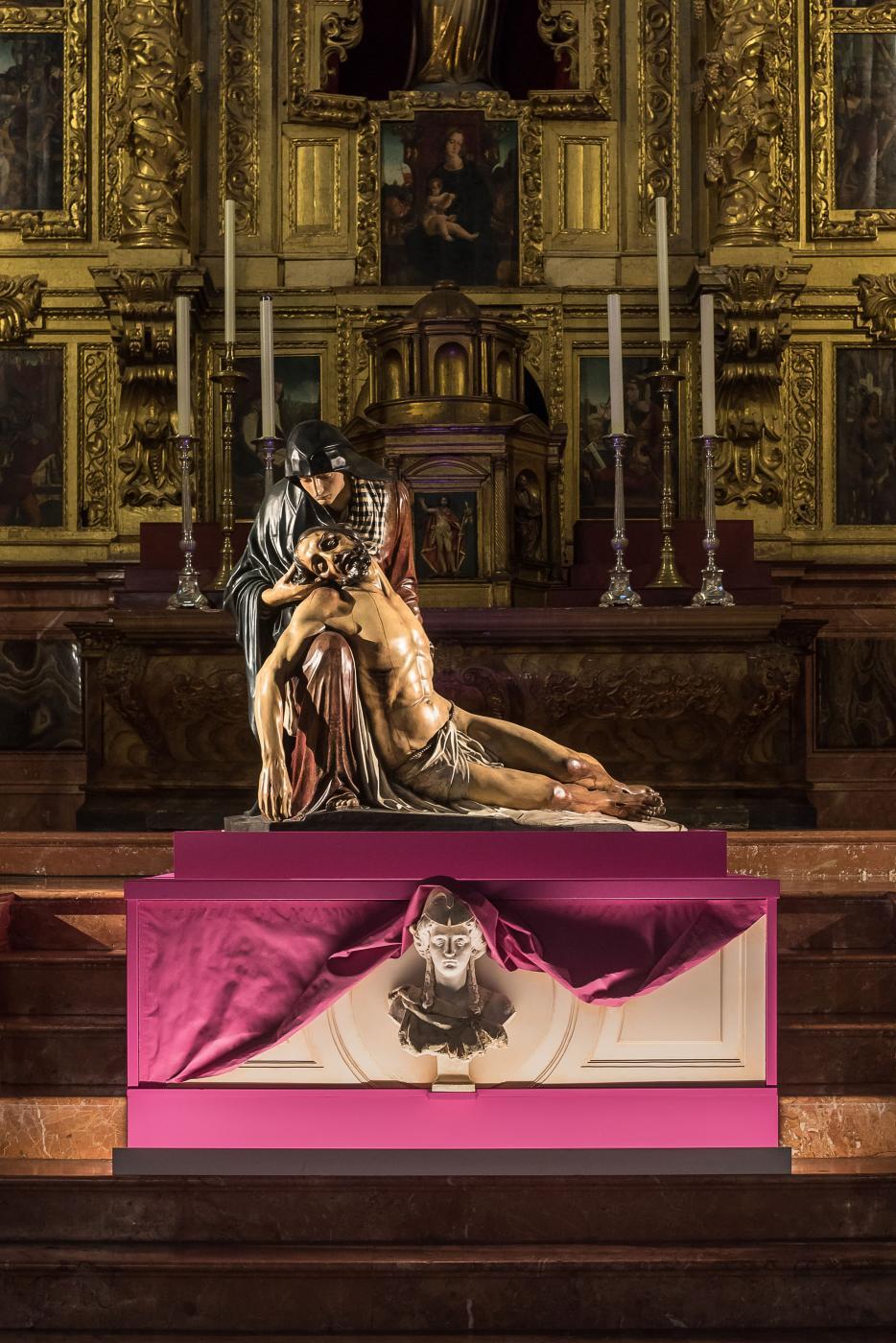 Exposición y veneración de imágenes El Verbo Encarnado. Nuestra Señora de la Piedad. Capilla del Sagrado Corazón.
